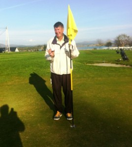 Hole in one av Trond Wold